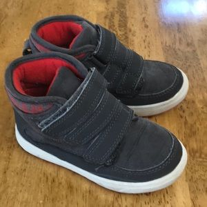Oshkosh size 10 toddler winter casual shoes. EUC